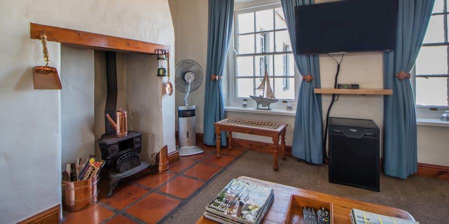 classic room lounge area