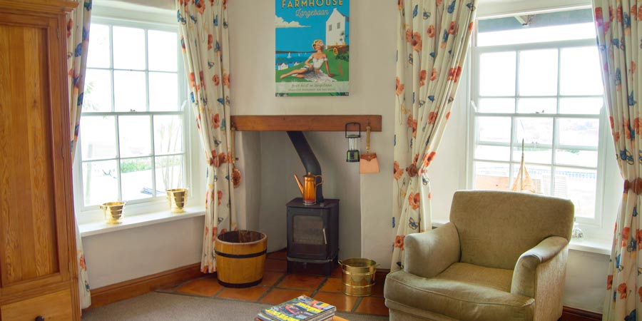 superior room lounge area
