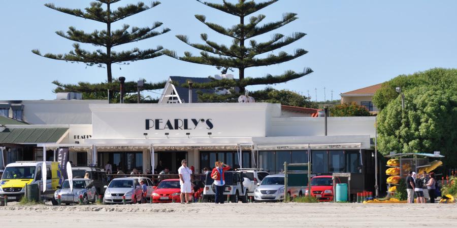 pearly's beachfront restaurant